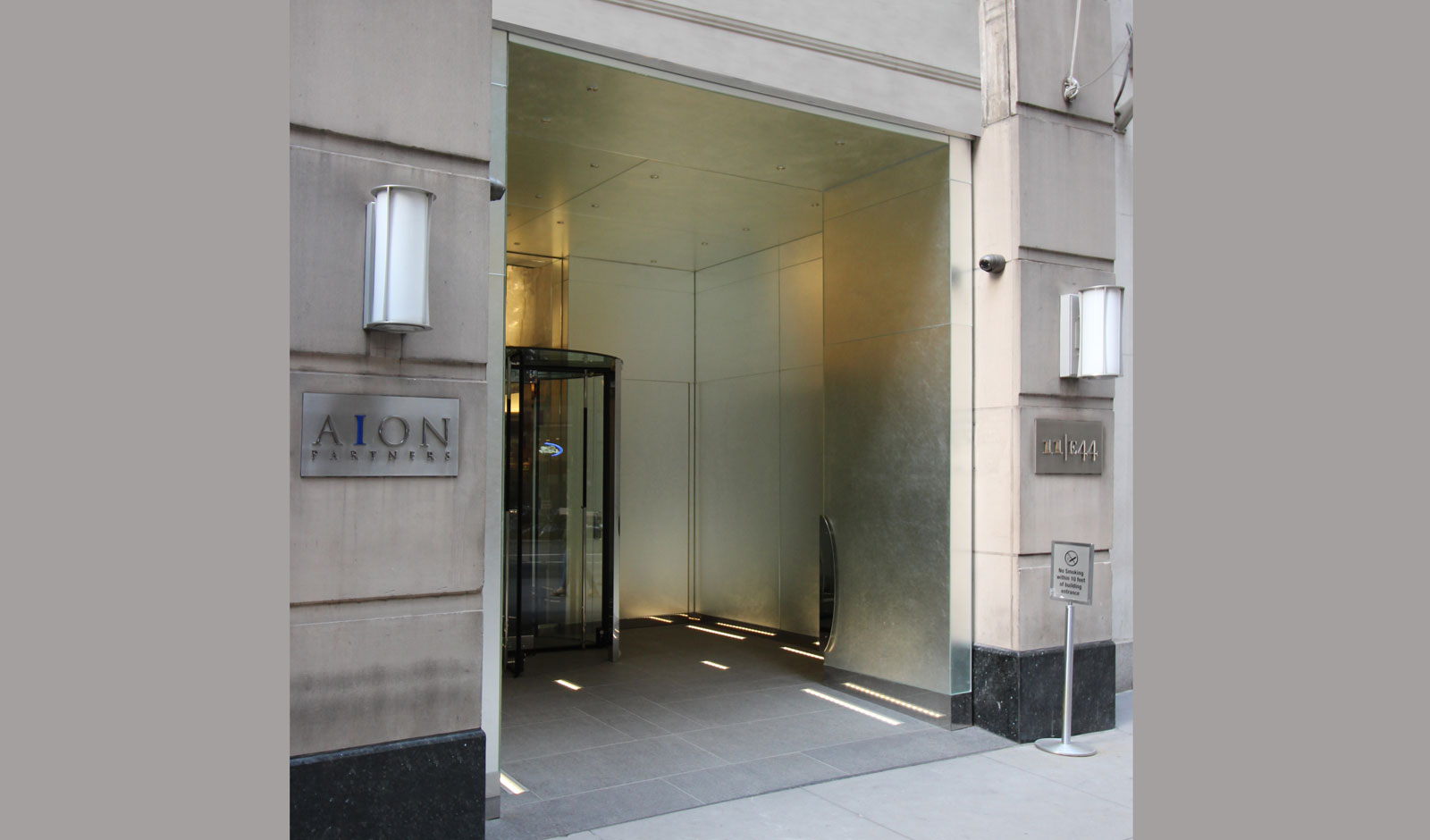 building entrance clad with Bendheim glass